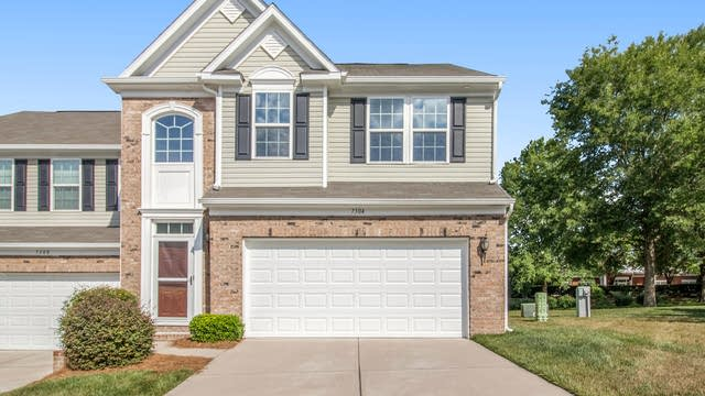 Photo 1 of 21 - 7304 Gallery Pointe Ln, Charlotte, NC 28269
