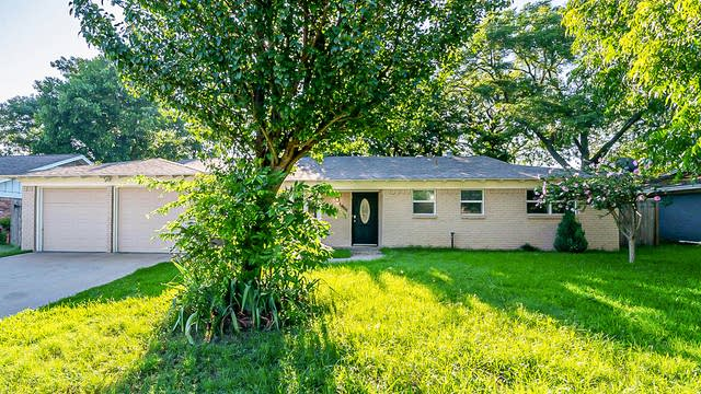 Photo 1 of 24 - 1955 Mims St, Fort Worth, TX 76112