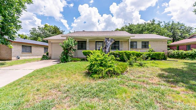 Photo 1 of 19 - 1317 Stafford Dr, Fort Worth, TX 76134