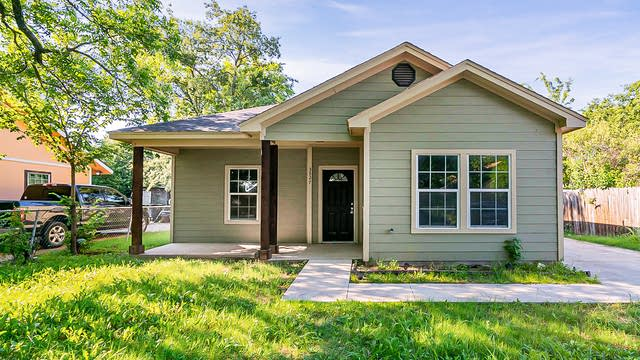 Photo 1 of 20 - 3527 Millet Ave, Fort Worth, TX 76105
