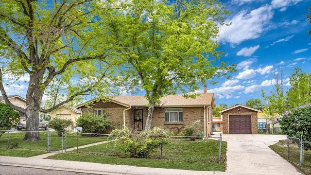 Photo 1 of 27 - 2340 Bell Ct, Lakewood, CO 80215
