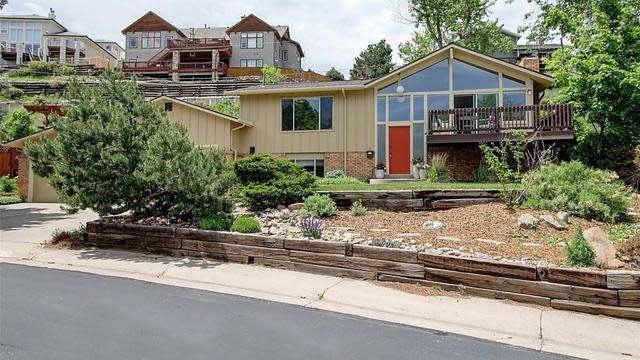 Photo 1 of 40 - 981 S Foothill Dr, Lakewood, CO 80228