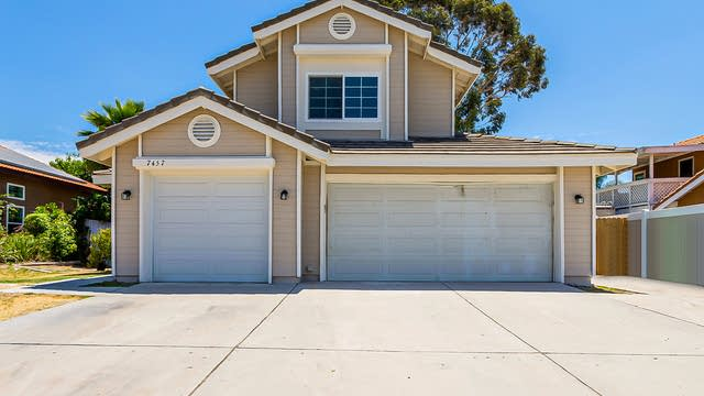 Photo 1 of 23 - 7457 Mountain Laurel Dr, Highland, CA 92346