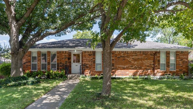 Photo 1 of 33 - 230 Brookwood Dr, Duncanville, TX 75116