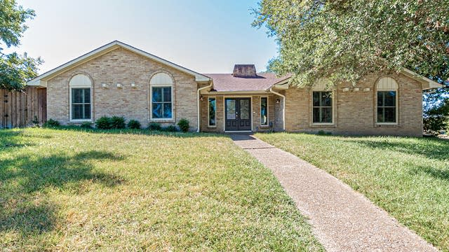 Photo 1 of 30 - 6608 Winterwood Ln, Dallas, TX 75248
